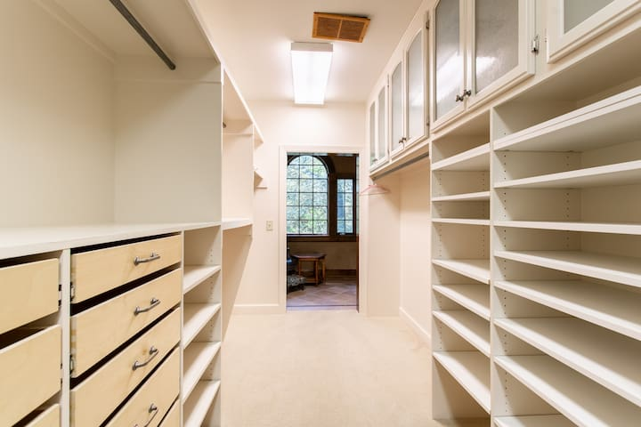 M7 Master bedroom closet