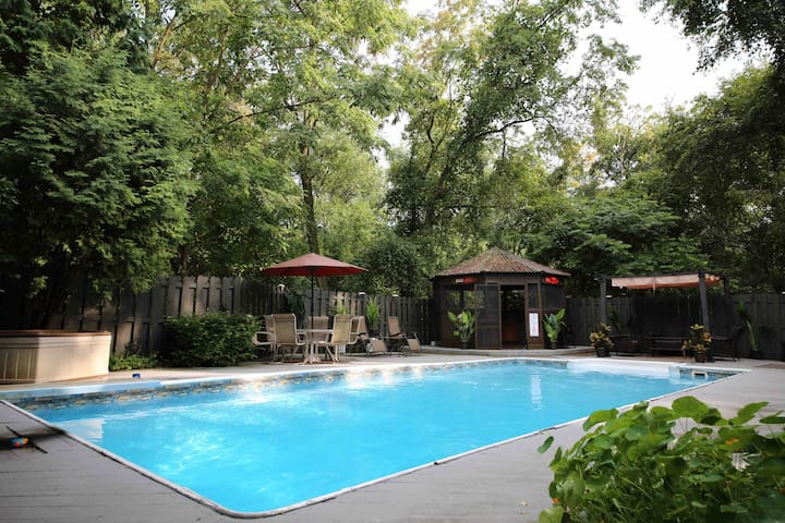 Mayberry Escape: Heated Pool Thru Oct 1