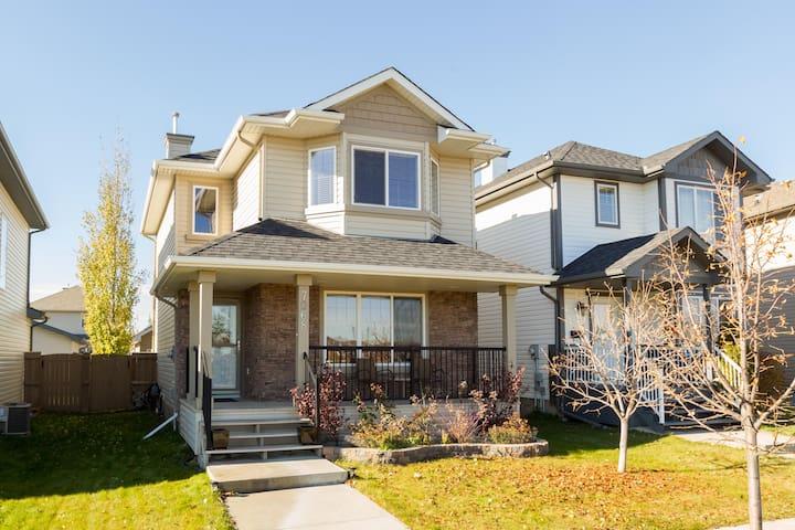 Clean & Private, Solar Pwr Home in Convenient Area