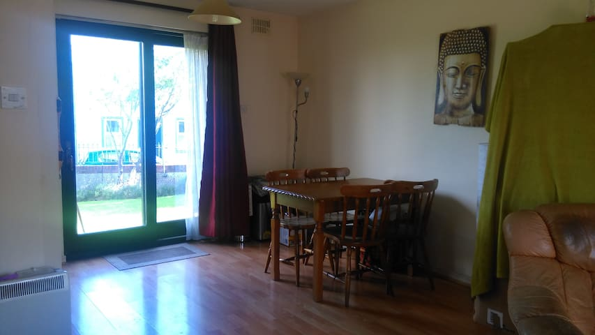 Bright apartment great location salthill - salthill - Appartement