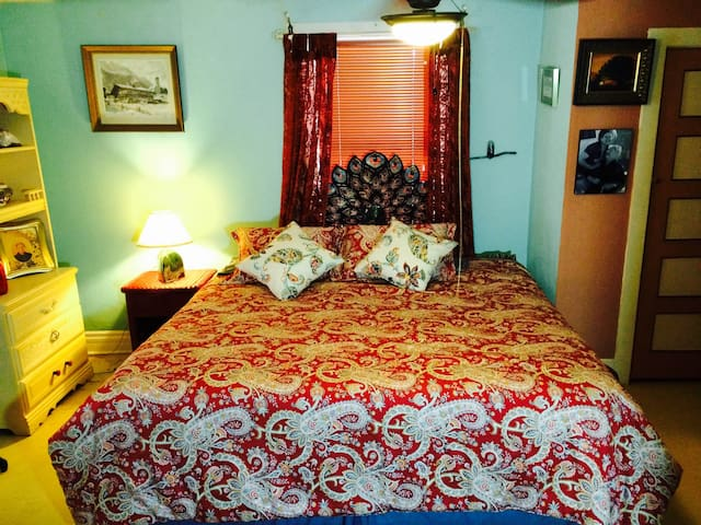 Adobe Farmhouse Guest Room - Las Cruces - Casa