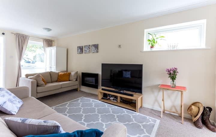 3 bedroom Cambridge Home with enclosed garden