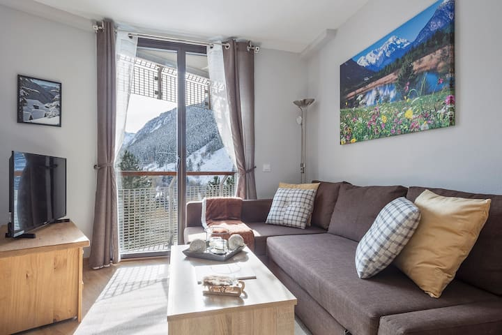 Renovated 1BR Apt next to Ski Runs, Baqueira 1500