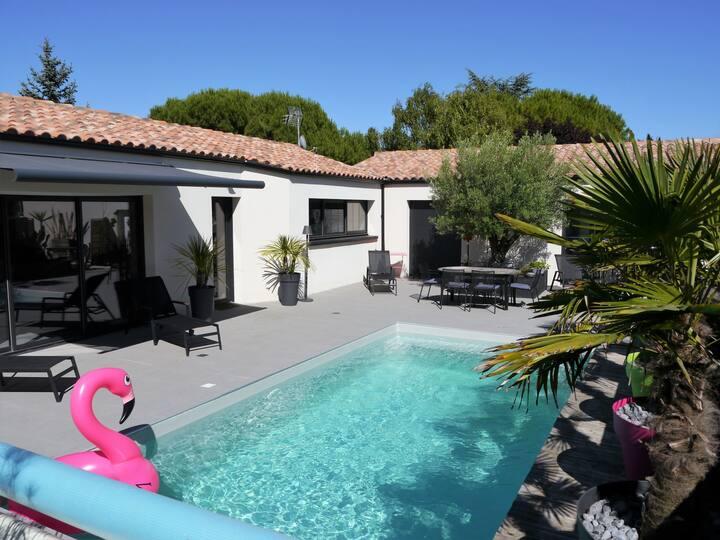 Chambre indépendante et piscine
