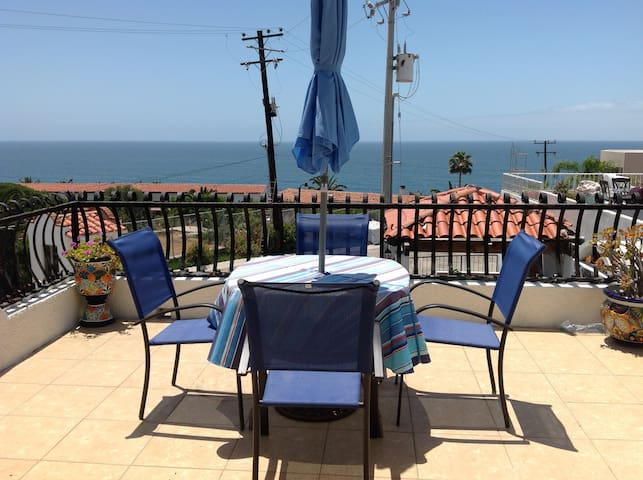 Spacious  room ,Oceanview,just right for you!
