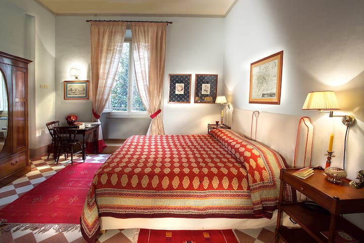 9 - Exclusive Room in central Florence