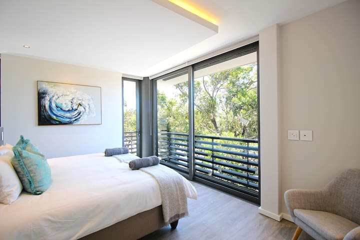 Fresh Looking, Two Bedroom Green Point Gem!