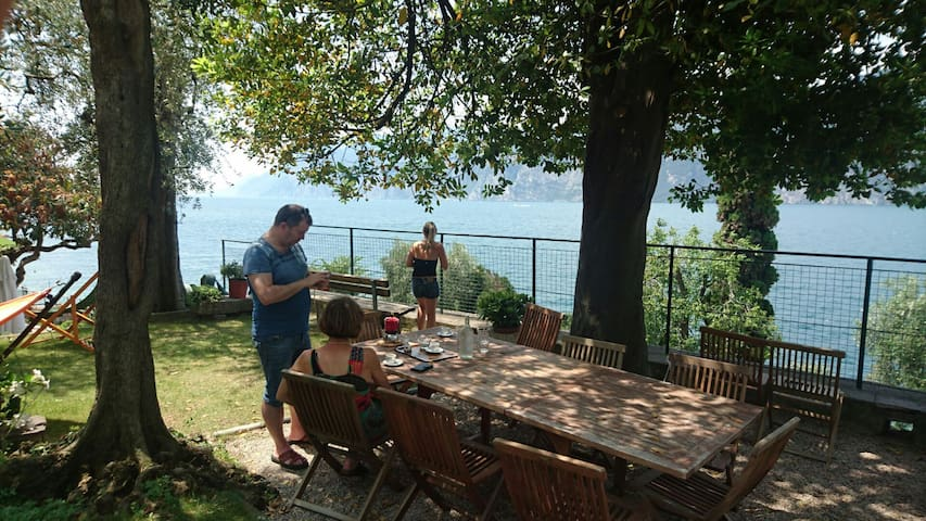Relaxing House directly to the Lake (Casa Tonini) - Malcesine - Bed & Breakfast
