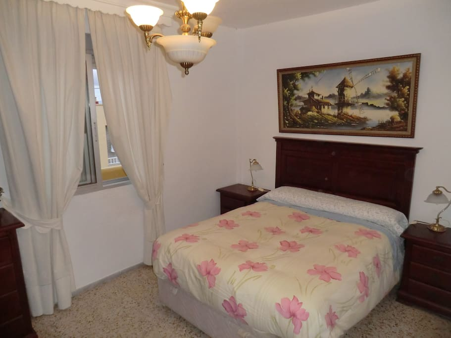 Acogedora habitacion doble con wifi apartamentos en for Habitacion tarifa