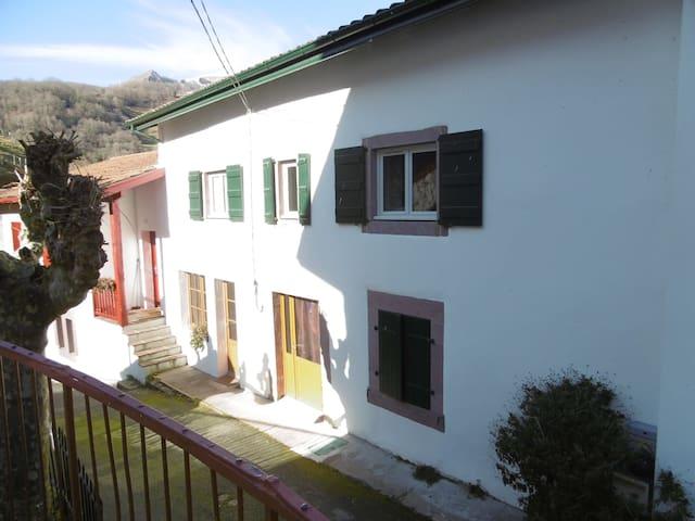 Chambre dans maison. Cadre calme,belle vallée - Banca