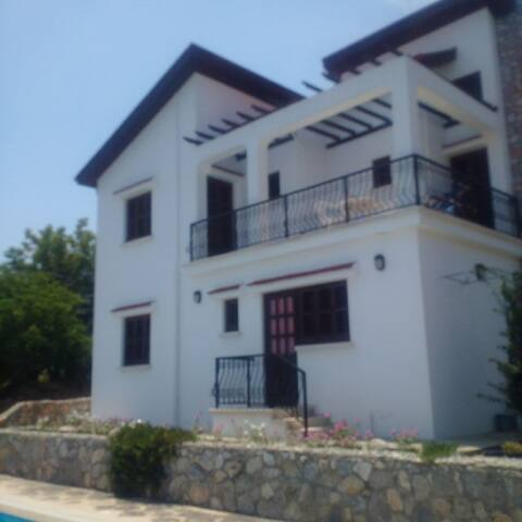 Villa, 2 double bedrooms, fully furnished & Pool