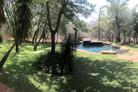 Bushveld Manor (3 rooms en suite, private entry)
