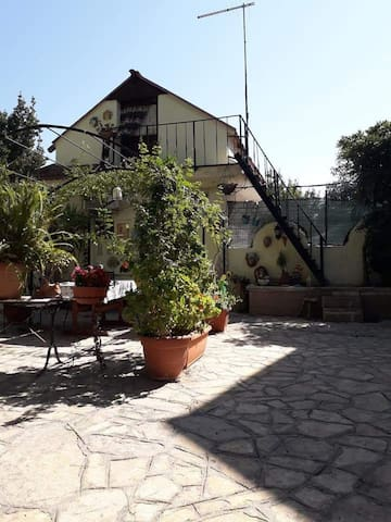 Monolocale con zona giardino