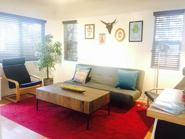 Lovely 2br guest house-No kitchen