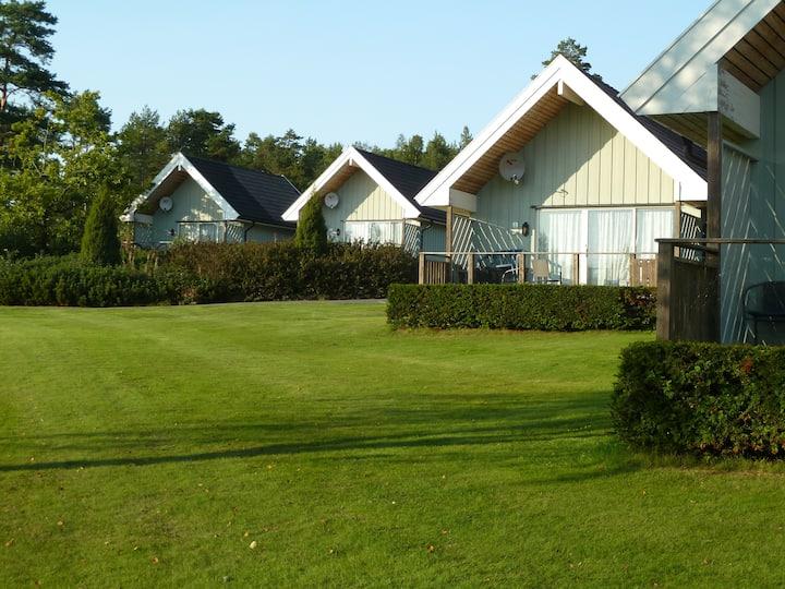 Onsøy Hyttepark i grønne omgivelser. Bad og Golf