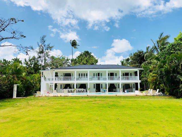 Casa Blanca Luxury Beach Villa with a View.