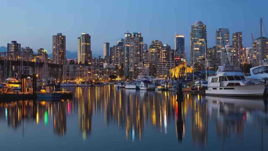 Convenient Cozy City Condo closetoSeawall&Skytrain