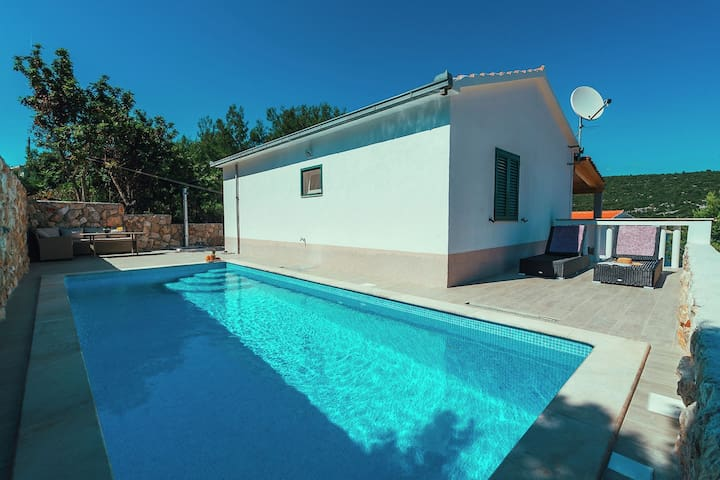 House  with private pool and own beach,10 m distant from the sea !