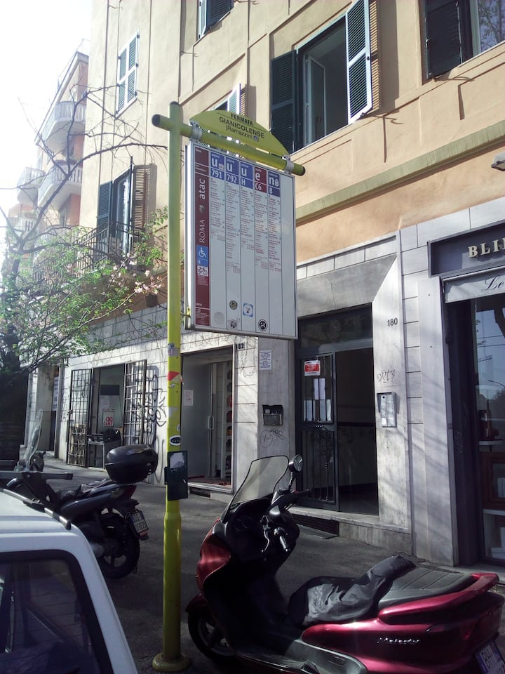 room with bus termini end center