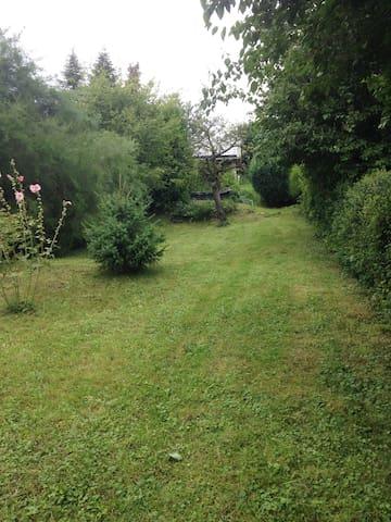 Rustikale FeWo + Garten, 1,5 km von der Innenstadt
