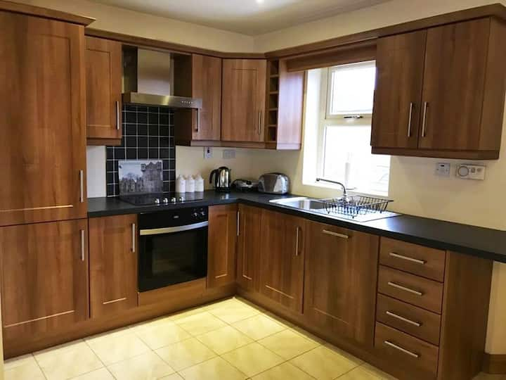 ★ Spacious & Modern | In the ♥ of Donegal Town ★