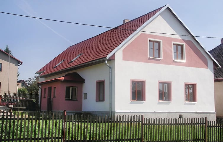 Holiday cottage with 3 bedrooms on 180 m² in Kamenicky
