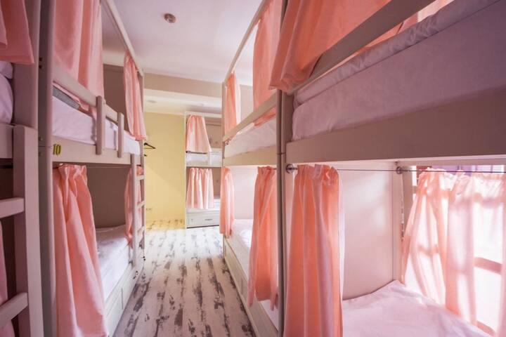 Кровать в общем 10 местном номере номер