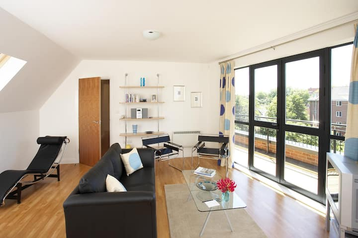 Essential and Business Travel Only: Homely Apartment One Bedroom At Derby