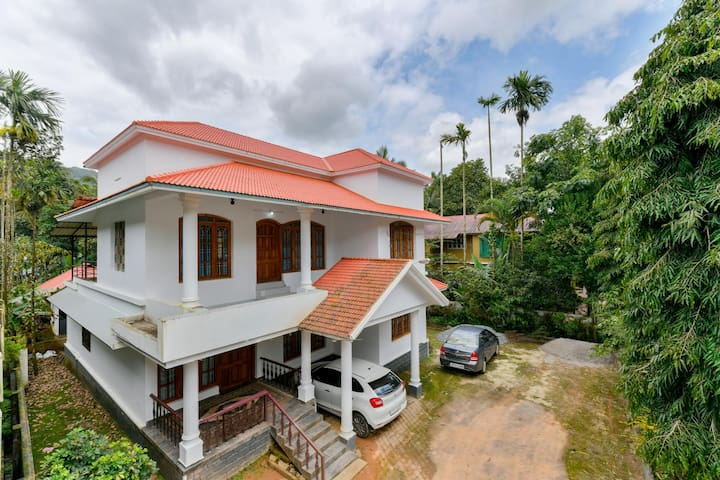 OYO - Lavish low-cost 3BHK Abode in Wayanad