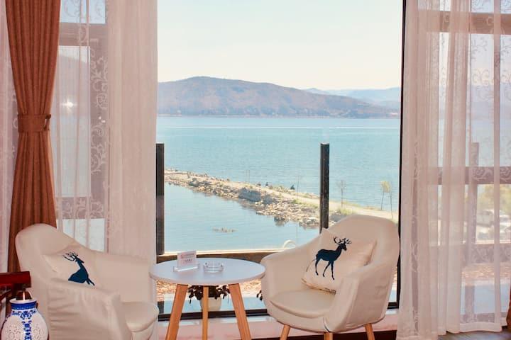 【恢复营业,全面消毒】一线海景大床房·带正面观海落地窗·就在洱海边·大理才村·近古城·出了院子就是海