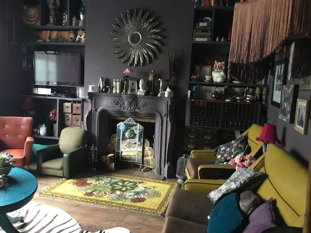 Large funky family-friendly home in Leigh-on-Sea