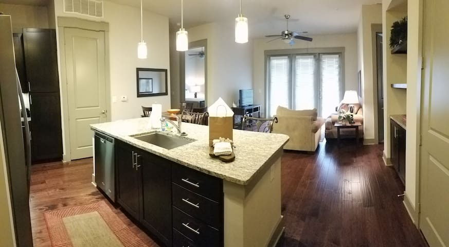 Heart of South Park Beautiful 2BR Apartment Home