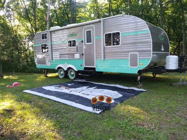 Retro GLAMPING on the Black River!