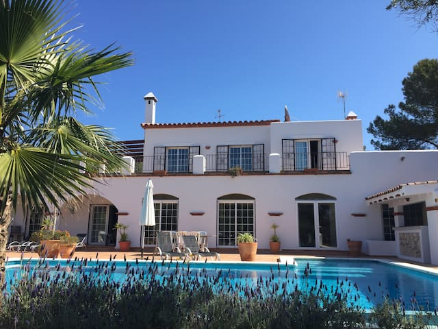 Villa in San Carlos, walking distance from beaches - Santa Eulària des Riu - Villa
