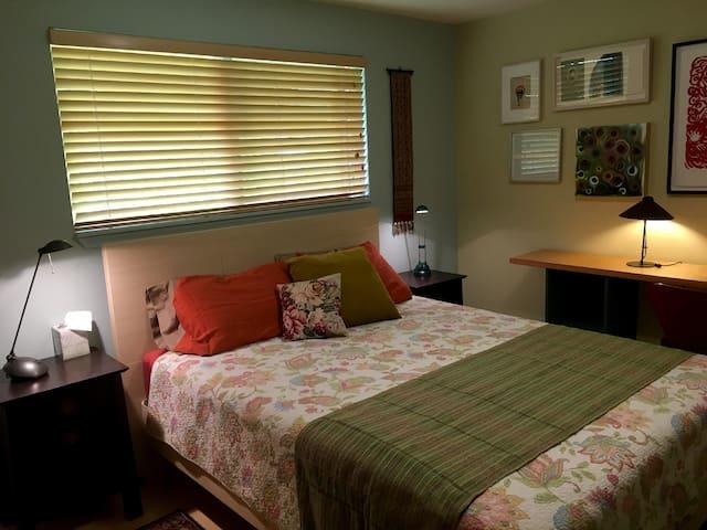 Bedroom in Lovely, Quiet Home, Great Neighborhood