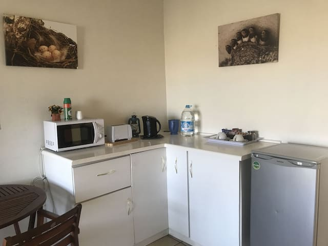 Cosy apartment near Lanseria Airport - Swallow