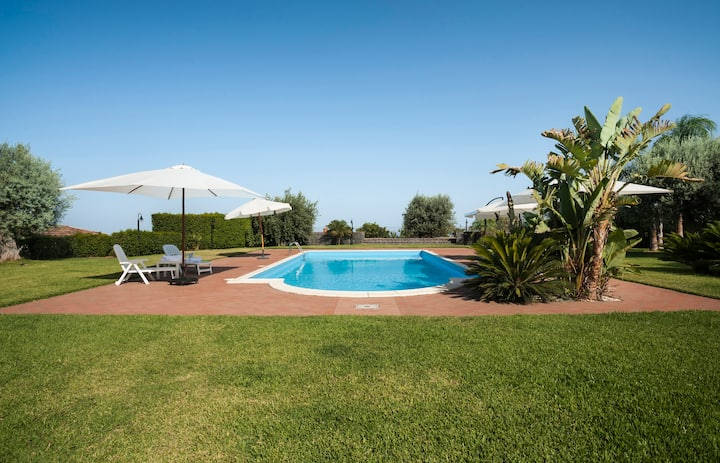 Villa Ginevra (first unit), pool view free parking