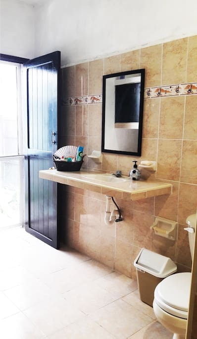 Bathroom (Baño) with shower