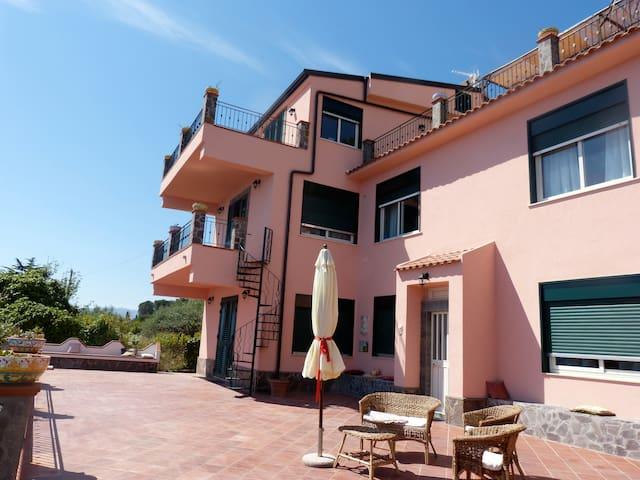 Villa Massimo per Famiglie-Gruppi-Associazioni - Gioiosa marea - Villa