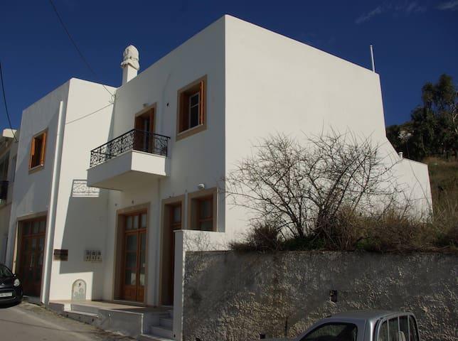 Ηλιόλουστο οικογενειακό διαμέρισμα - Vivlos