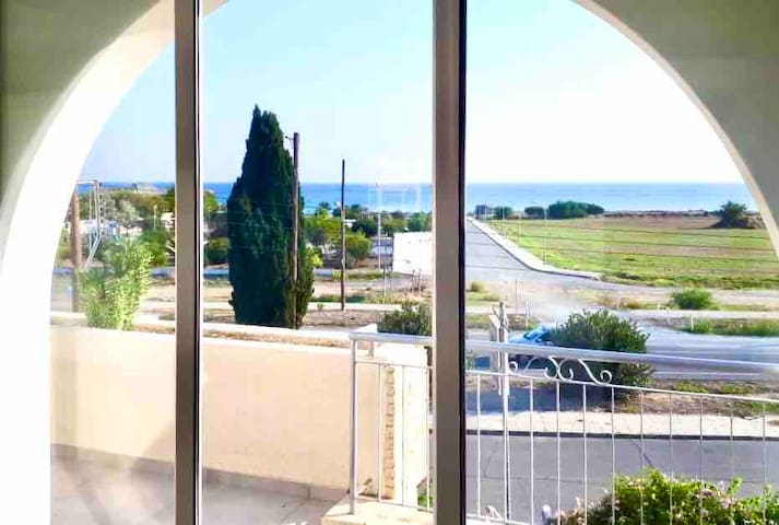 LARNACA 2-BDR -  100m from beach/park.Sleeps 6