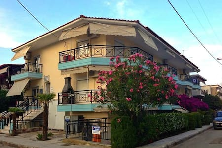 4-bed apartment, 1min from the sea - Σάρτη