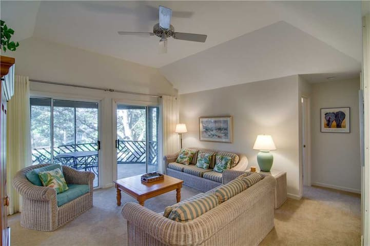 Walk To The Beach or Bike To Freshfields Village- Relaxing Lagoon Views & Private Porch!