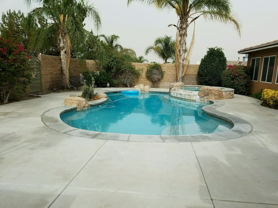 Back yard pool and Jacuzzi