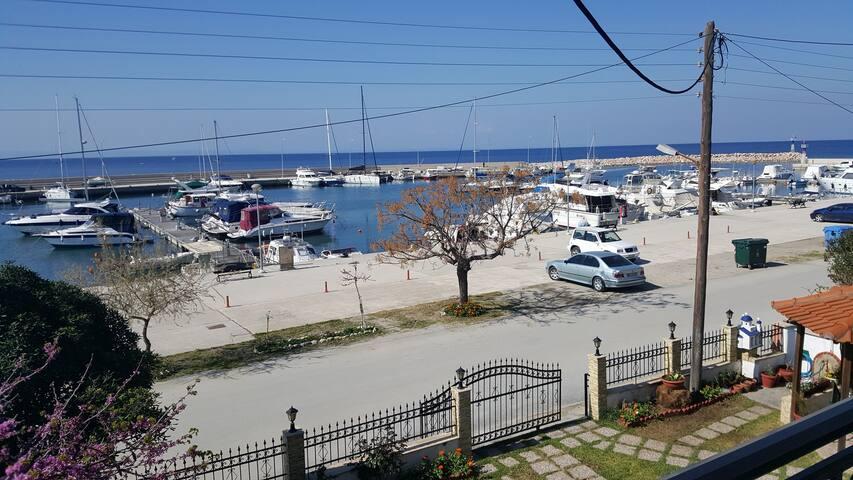 Maisonette 80m.in Nikitis port. - Νικήτη - House