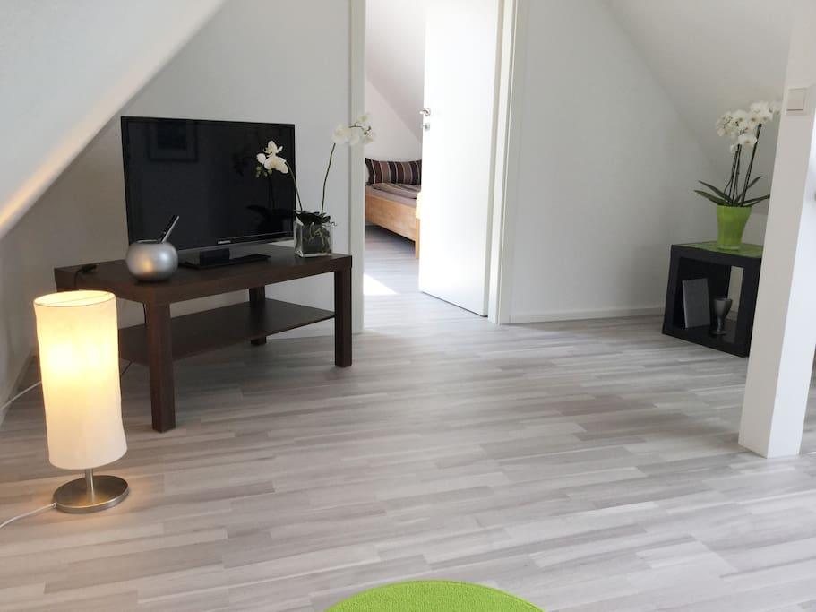 Wohnzimmer mit TV Flachbildschirm