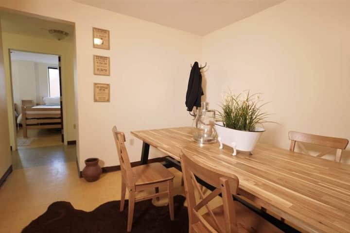 2 Bedroom Downtown Apt | Walkable | Safe | Clean