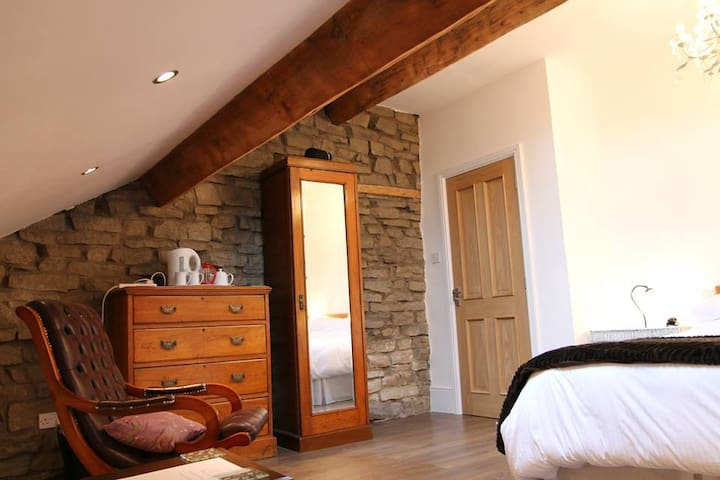 Spacious Attic Room in a beautiful period property
