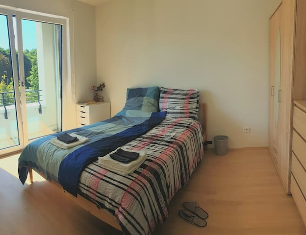 Private bedroom - Ideal for couples!