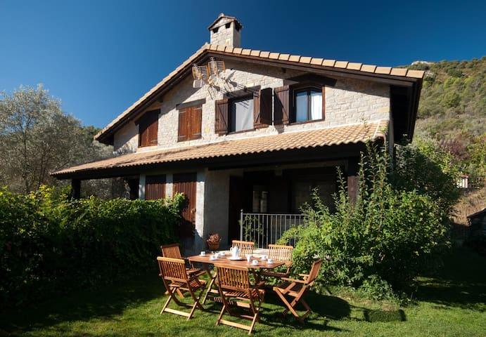 Casita adosada con jardin en el Valle de la Fueva - Palo - Ev